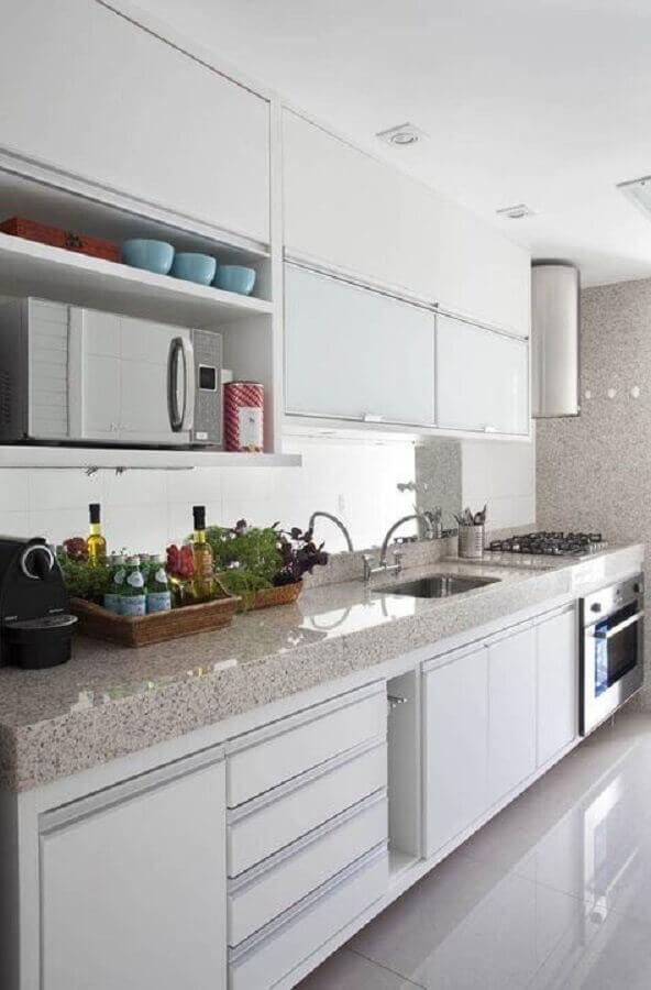 bancada de granito para armário de cozinha planejado branco Foto Pinterest