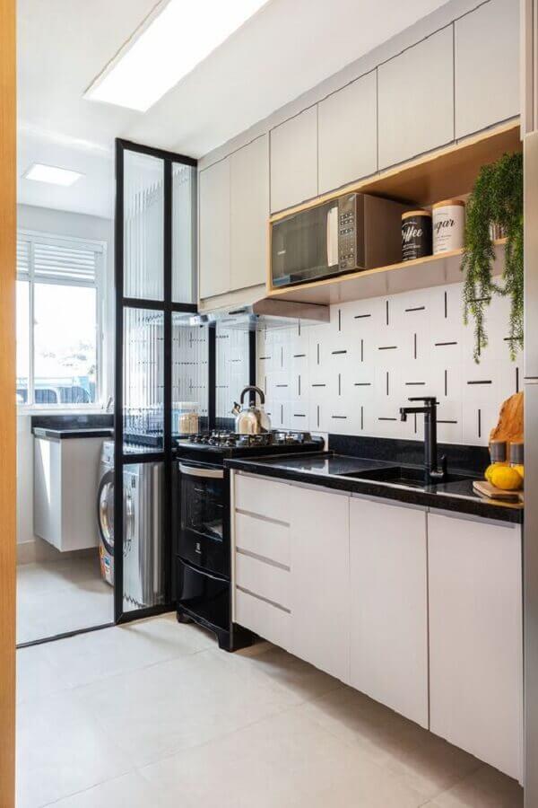 bancada para cozinha pequena branca e preta Foto Rúbia M. Vieira Interiores