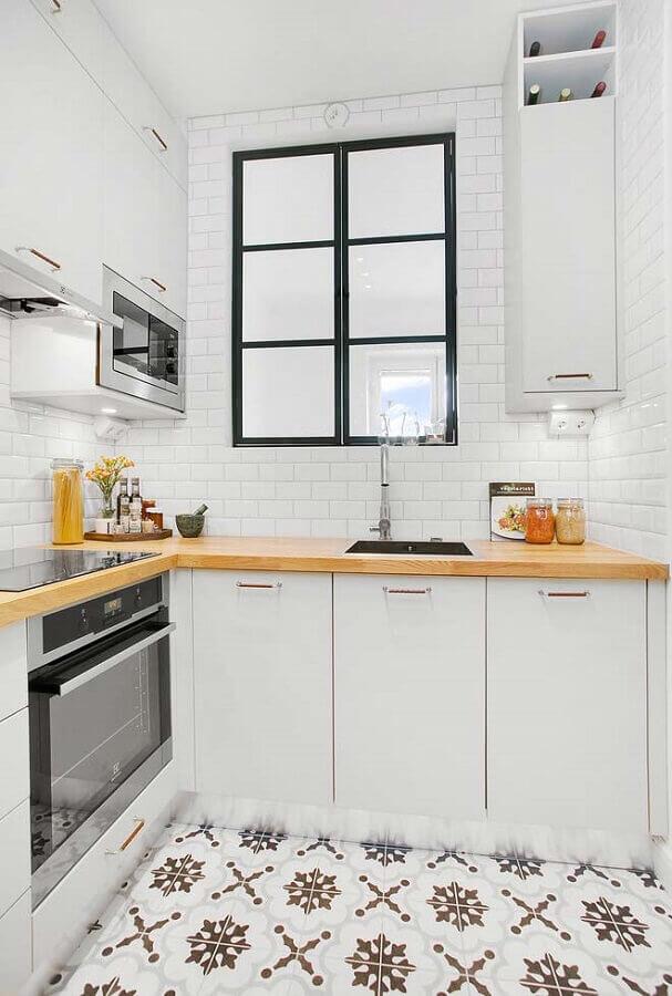 bancada pequena para cozinha planejada de canto com armários brancos Foto Pinterest