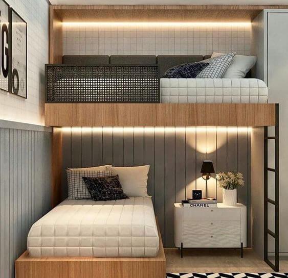 Beliche planejada iluminada no quarto moderno