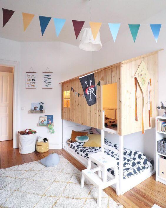 Beliche planejada com casinha de madeira