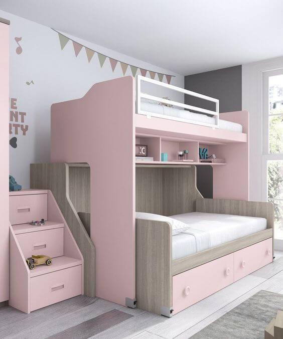Beliche planejada com escada de gavetas