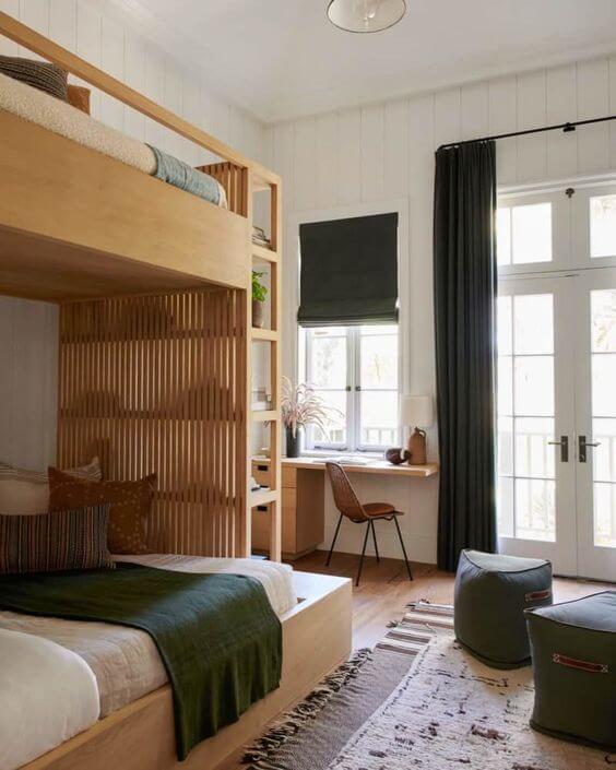 Beliche planejada com escrivaninha de madeira