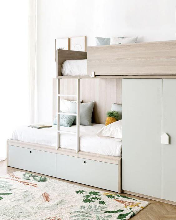 Beliche planejada com guarda roupa e escada