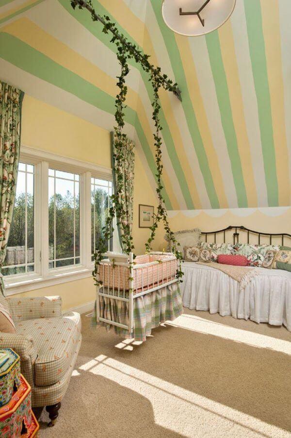 Berço suspenso na decoração de quarto de bebe
