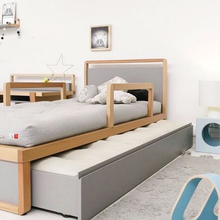 Children's bunk bed with side protection