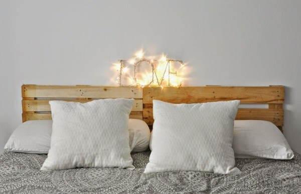 Decore seu quarto com móveis de pallet
