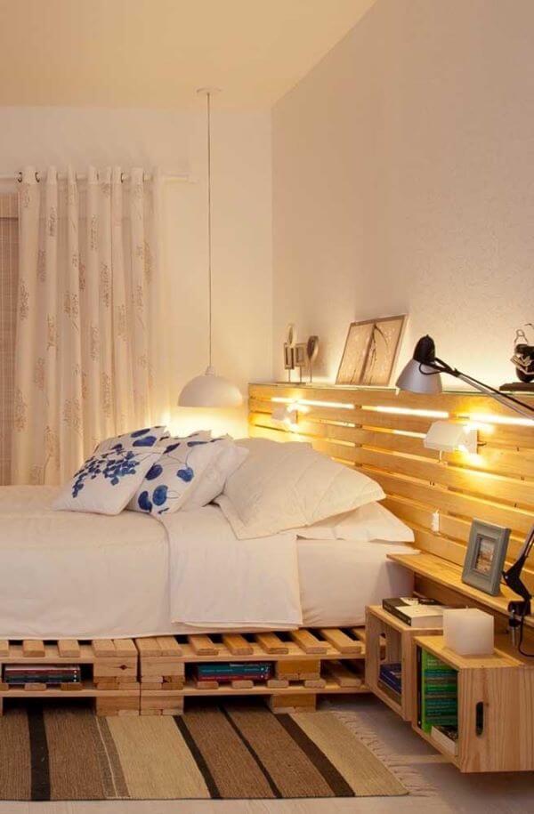 Cabeceira de pallet no quarto de casal moderno