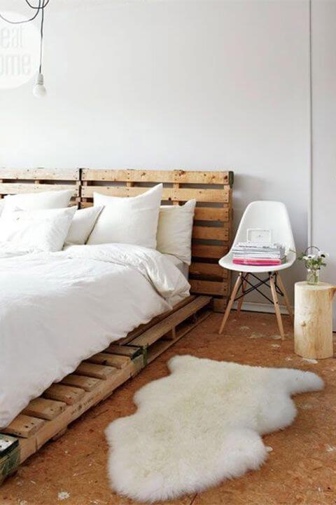 Cabeceira de pallet no quarto de casal