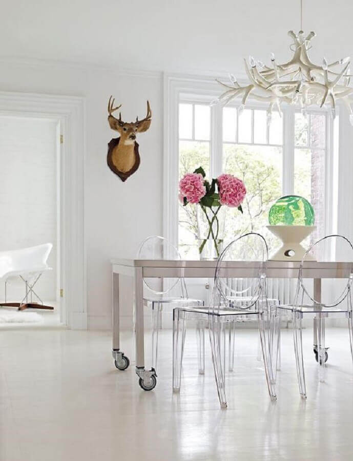 cadeira ghost transparente para sala de jantar toda branca Foto Design Within Reach
