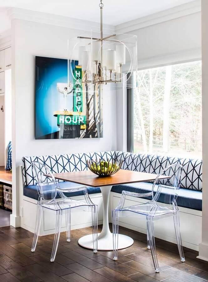 cadeira transparente com braço para decoração de sala de jantar com canto alemão Foto Clear Home Design