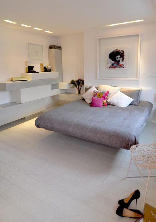 Cama flutuante no quarto