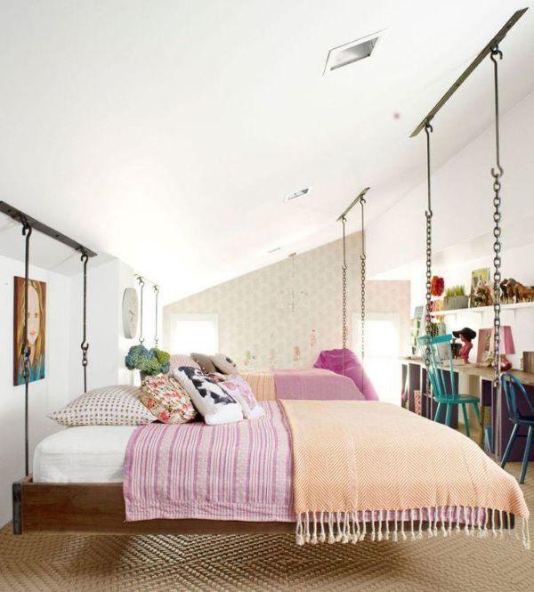 Quarto feminino com cama flutuante