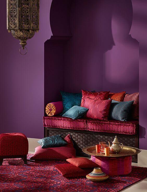 Casa com decoração árabe na sala de estar