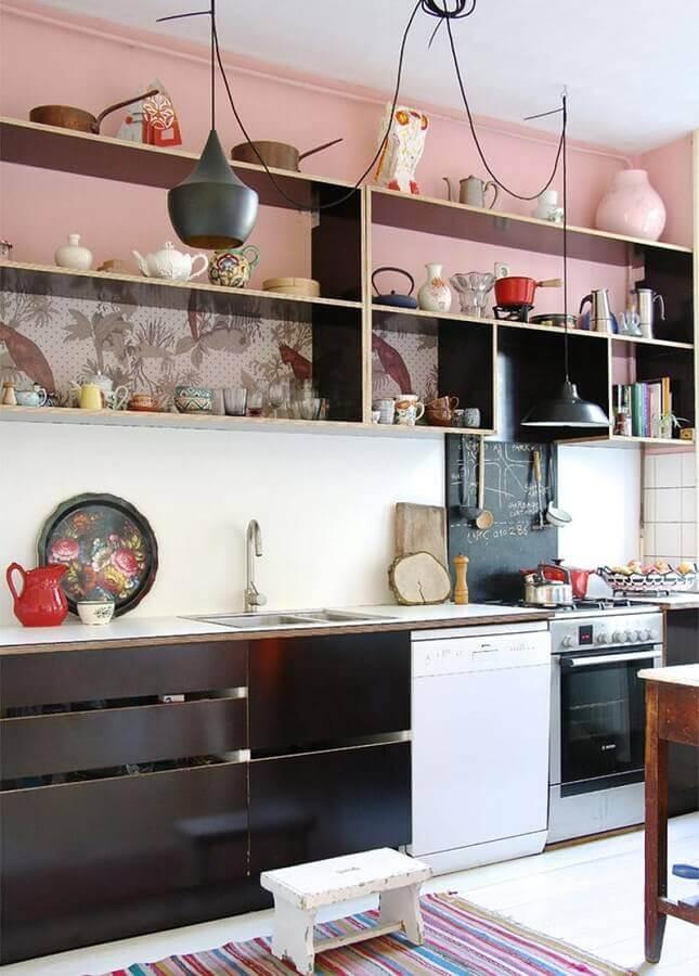 cor rosa antigo para decoração de cozinha planejada preta Foto Jeito de Casa