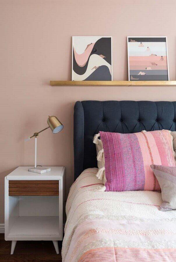 cor rosa antigo para parede de quarto com cabeceira capitonê azul marinho Foto Home Fashion Trend
