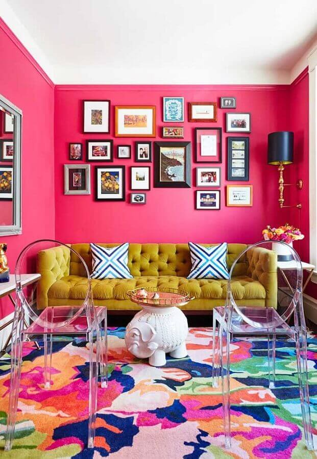 cor rosa pink para parede de sala com tapete colorido Foto Deavita