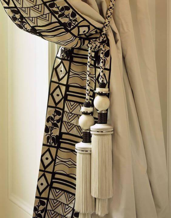 Use detalhes como estampas africanas na cortina para ter uma decoração ainda mais personalizada