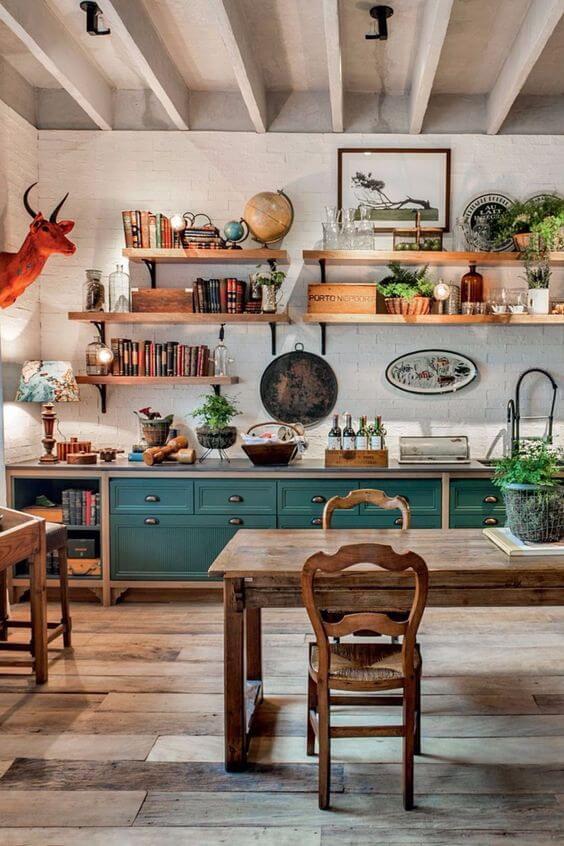 Cozinha estilo boho com mesa de jantar rústica