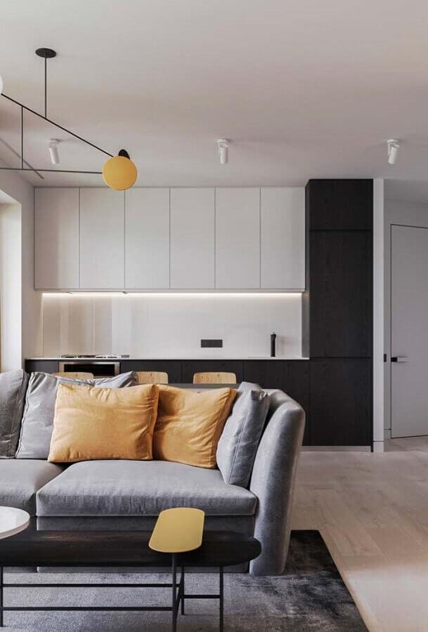 cozinha conceito aberto decorada com armário de cozinha branco e preto moderno Foto Behance