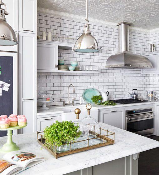 Cozinha de tijolinho branco estilo retrô