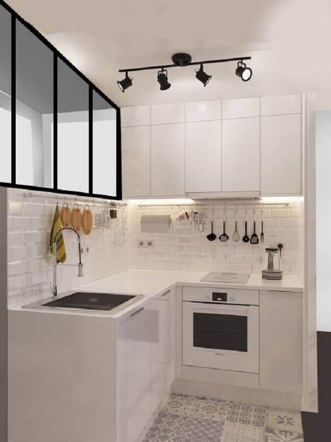decoração clean com armário de cozinha branco pequeno de canto Foto Houseminds