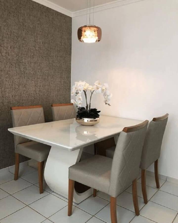 decoração clean com mesa de jantar 4 lugares retangular e lustre de vidro Foto Simplichique