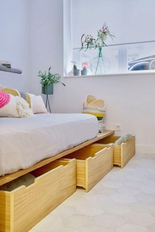 decoração com cama planejada com gavetas