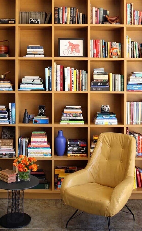 decoração com estante para livros madeira Foto Archilovers