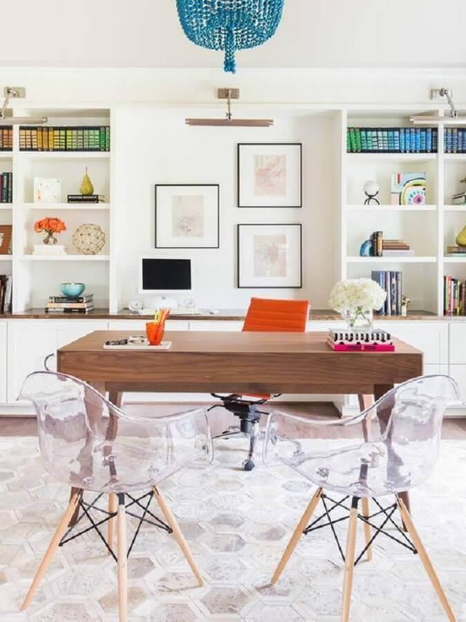 decoração de escritório com cadeira eames transparente Foto Constance Zahn