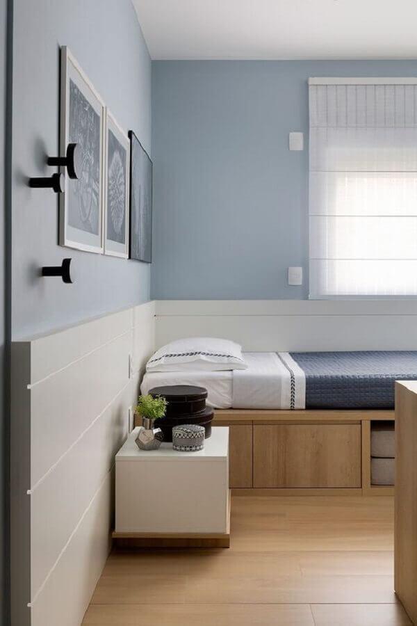 decoração de quarto de adolescente masculino branco e azul claro Foto Casa de Valentina