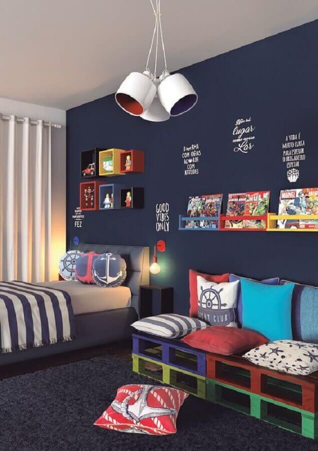 decoração de quarto de adolescente masculino com detalhes coloridos Foto Pinterest