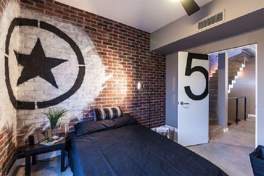 decoração de quarto de adolescente masculino com parede de tijolinho a vista Foto Houzz