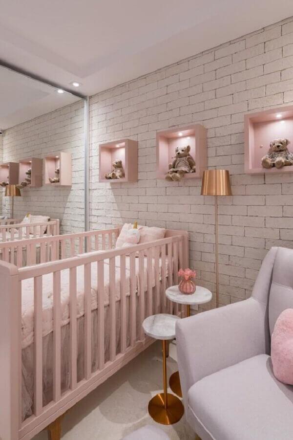 decoração de quarto de bebê feminino branco e rosa com parede de tijolinho Foto Pinterest