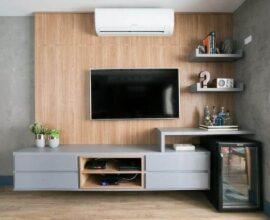 decoração de sala com rack com painel suspenso planejado Foto Futurist Architecture
