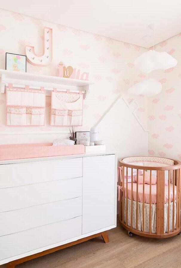 decoração em branco e cor rosa para quarto de bebê Foto Pinterest