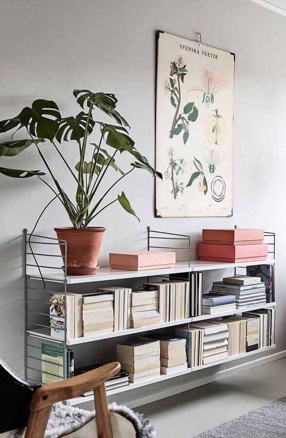 decoração minimalista com estante para livros pequena Foto Pinterest