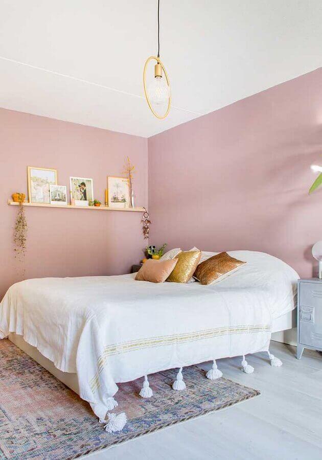 decoração minimalista para quarto feminino com parede cor de rosa claro Foto Pinterest