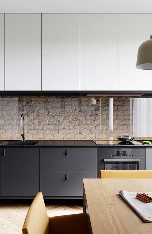 decoração moderna com armário de cozinha branco e preto Foto Pinterest