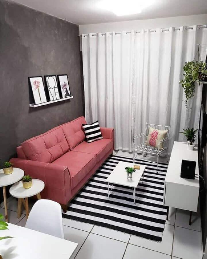 decoração simples para sala com sofá cor de rosa e tapete listrado preto e branco Foto Pinterest