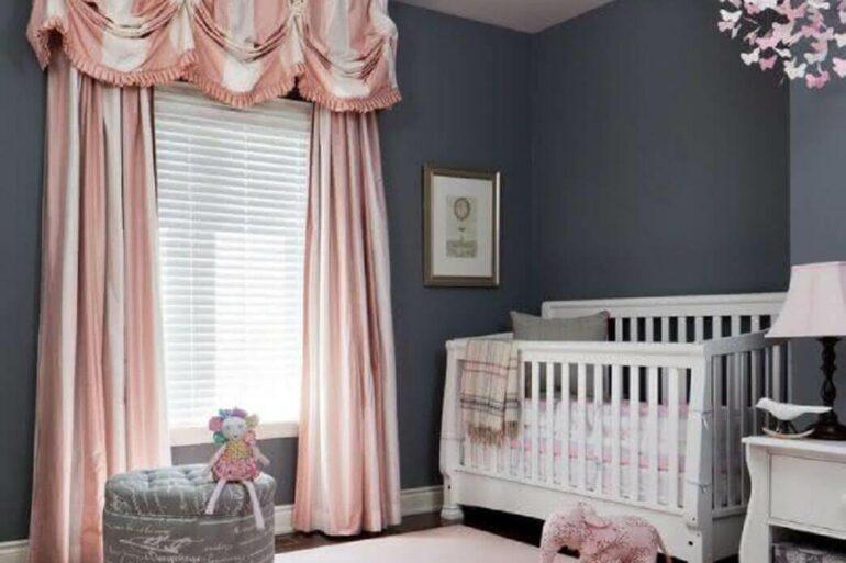 decoração em cinza e rosa com cortina para quarto de bebê menina Foto Pinterest