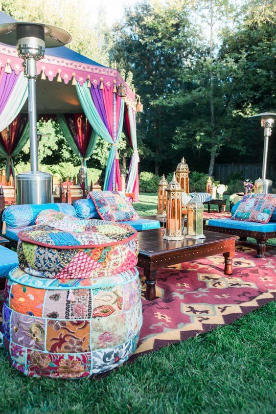 Decoração árabe ao ar livre em festa de casamento