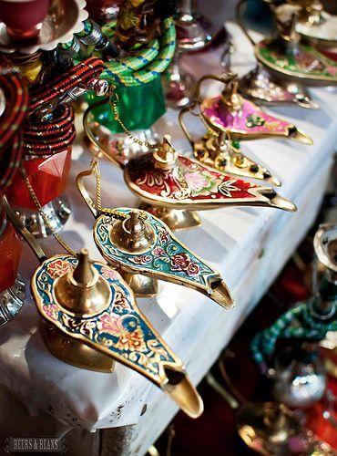 Objetos de decoração árabe para festas