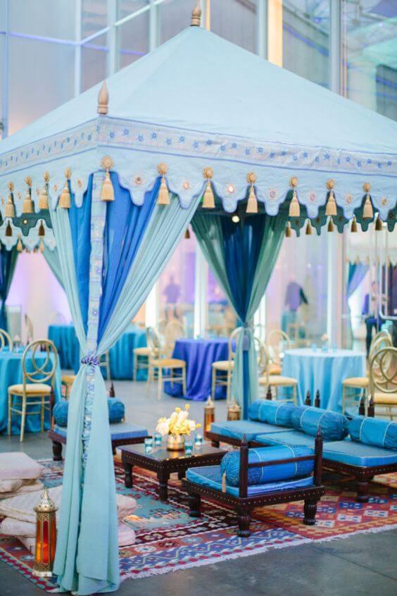 Decoração árabe casamento azul com tendas ao ar livre