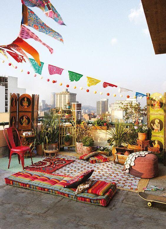 Varanda com decoração árabe moderna