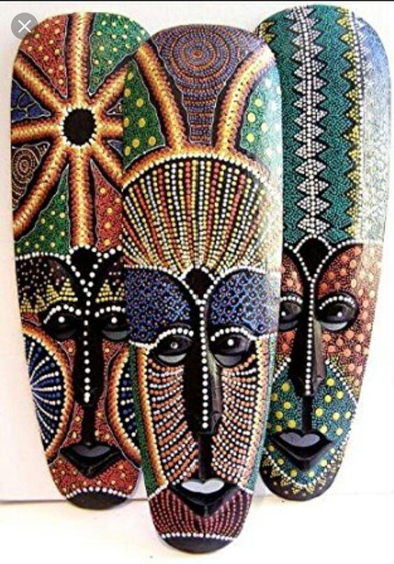 Máscaras com estampas africanas para decorar casa