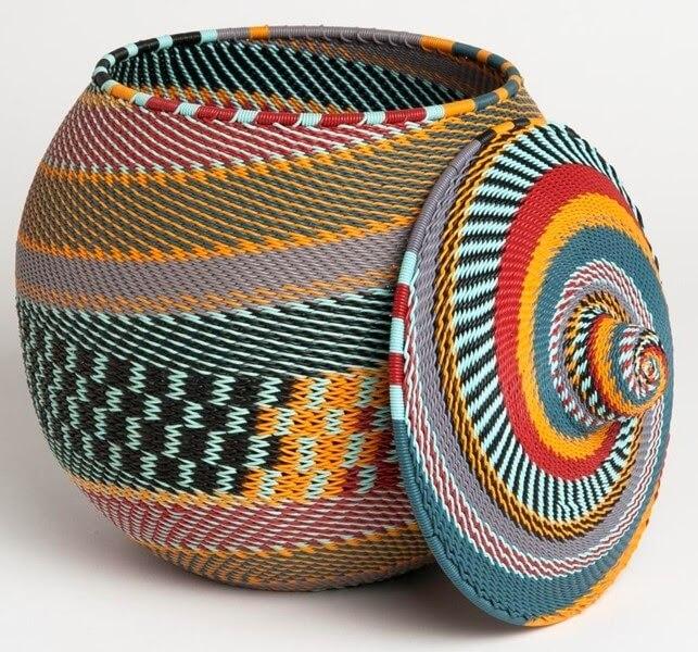 Aposte em elementos decorativos com estampas africanas