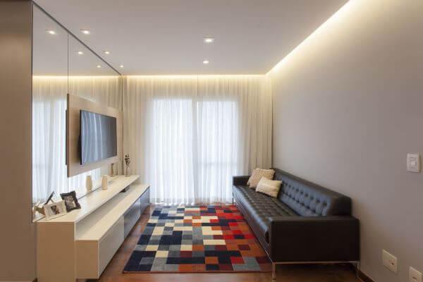 Sala de tv com sofá chesterfield