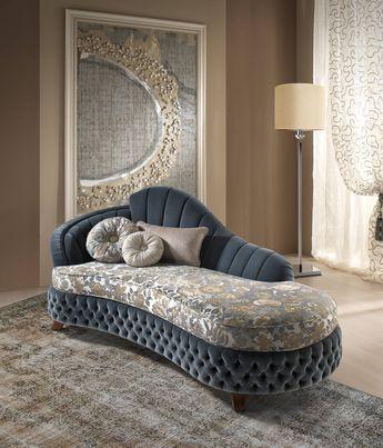 Divã clássico azul com almofada