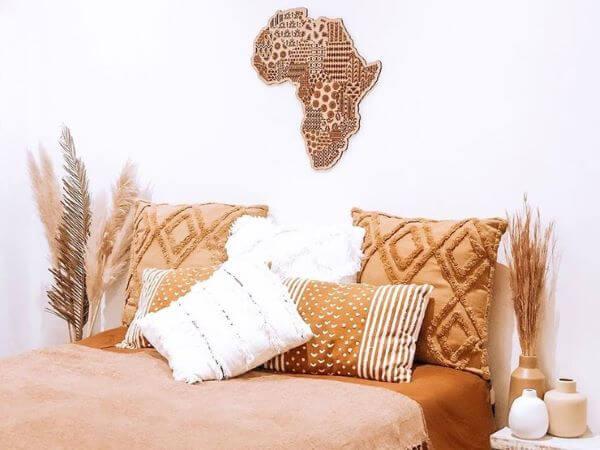 Estampas africanas no quarto moderno